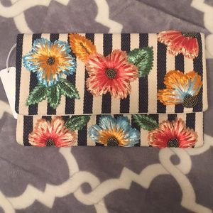 ✨NWT✨Floral Multicolor Clutch